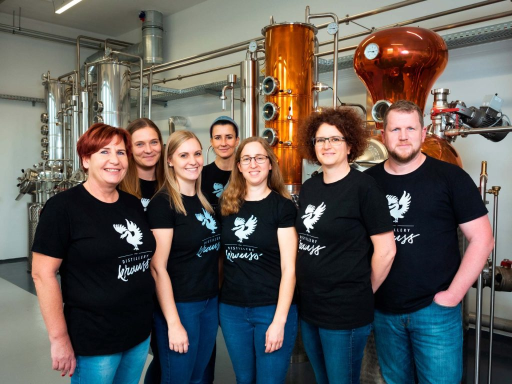 Group photo of all employees of the Distillery Krauss in front of the boiler. Claudia Ofner, Bettina Sturmann, Sabrina Knappitsch, Claudia Ulbl, Laura Merkac, Carmen Krauss, Werner Krauss